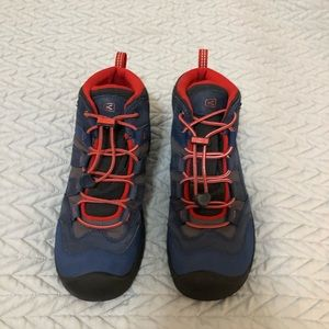 Keen boots- Big Boys size 5